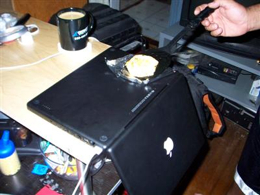 cooking an egg with a macbook